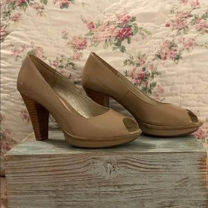 Sofft nude patent leather pumps